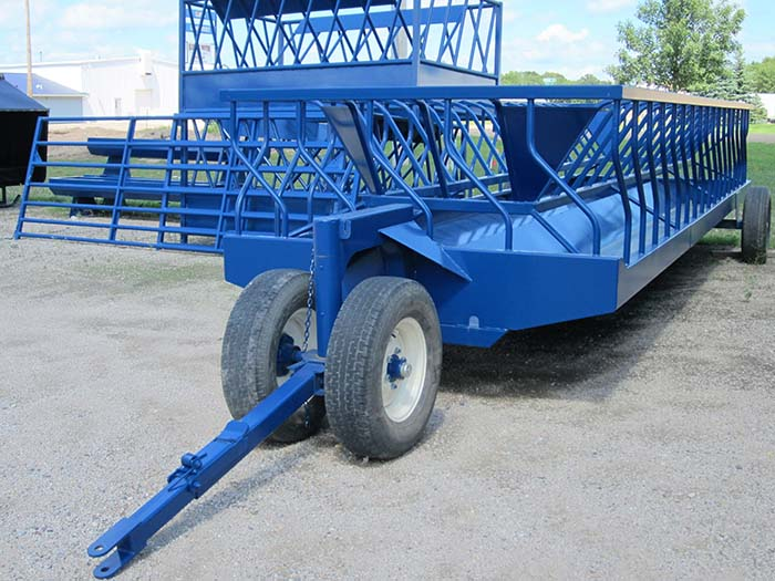 Feeder Wagonwith tuck away hitch